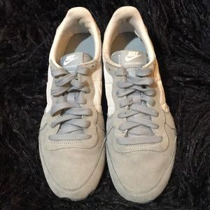 Women's Nike Internationalist Gray & White Shoes